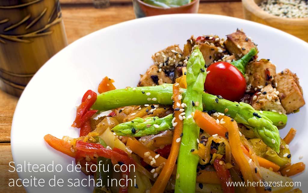 Salteado de tofu con aceite de sacha inchi