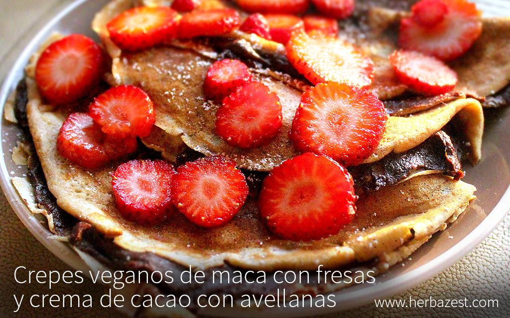 Crepes veganos de maca con fresas y crema de cacao con avellanas