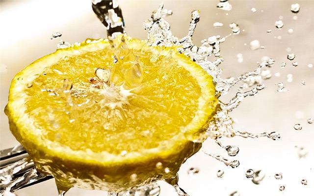 New Study: Lemon Juice Enhances Properties of Berries